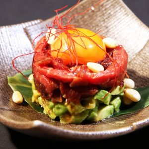 上質な鉄板焼きが楽しめる高輪の和食店「円居」で十勝ハーブ牛のユッケ