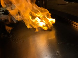 品川の鉄板焼き「円居品川」でフランベを楽しむ