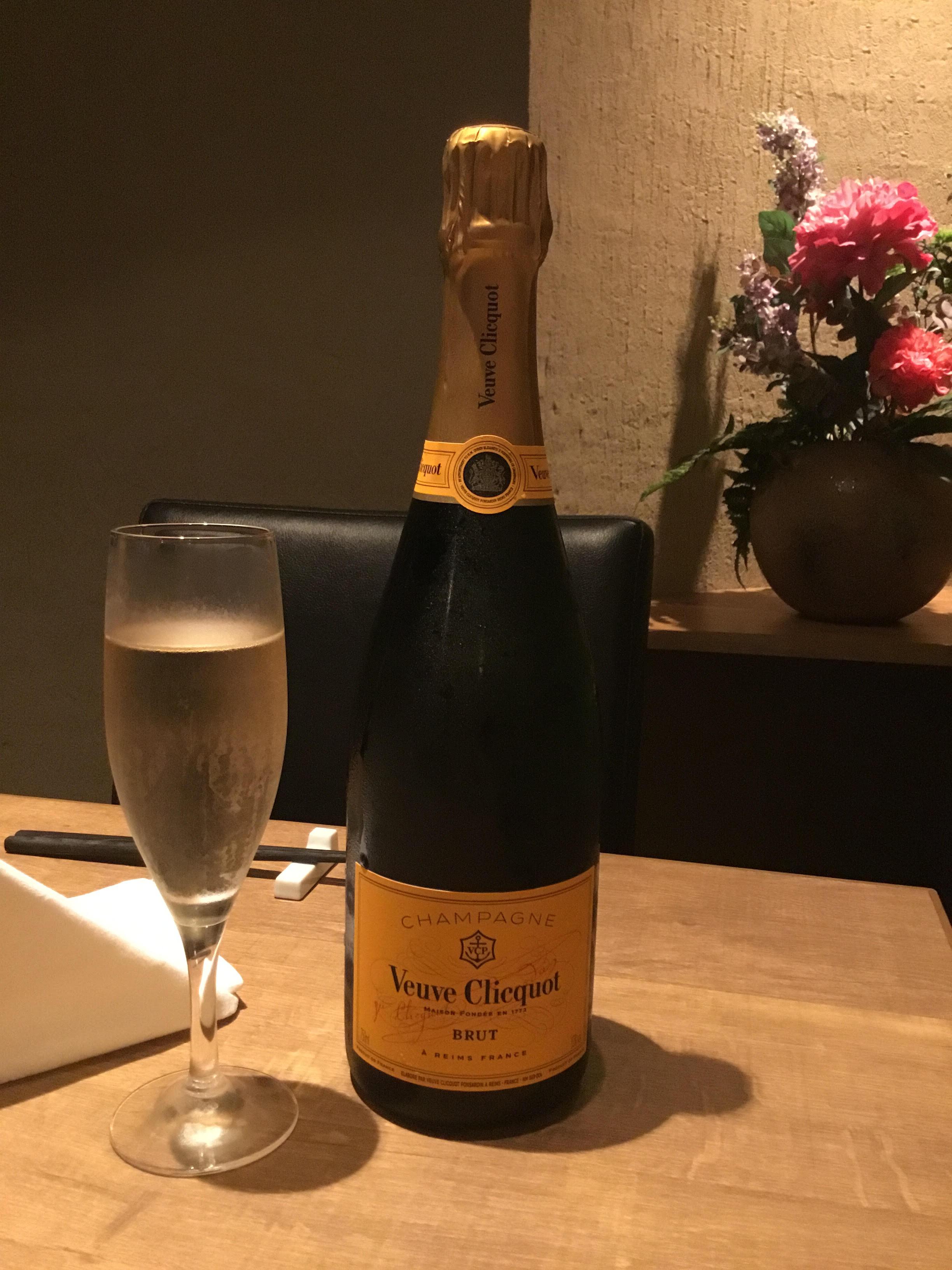 【円居 品川】では最高峰のシャンパン〈ヴーヴクリコ〉をご用意してます!
