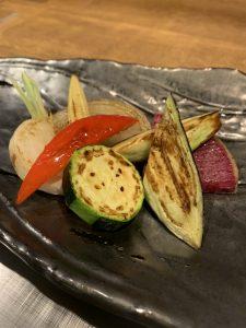 【円居 品川】で味わえる、ディナーの前菜におすすめな「野菜の鉄板焼き」